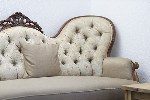 Wartezimmer Couch